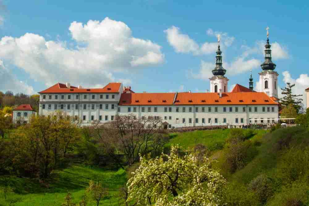 Wie komme ich zum Strahov Kloster in Prague