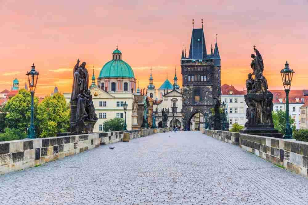 Was kann ich auf der Karlsbrücke machen in Prague