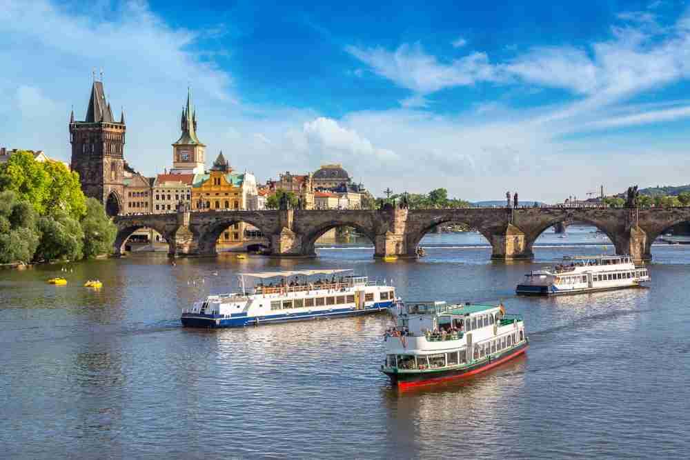 Wie komme ich zur Karlsbrücke in Prague